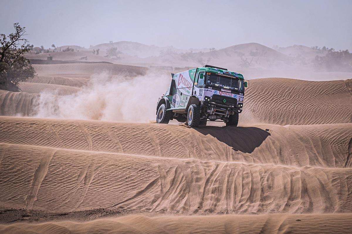 Gert Huzink se severočeským renaultem od MKR Technology vyhrává 1. etapu Rallye Maroko. Foto: Rallymaniacs